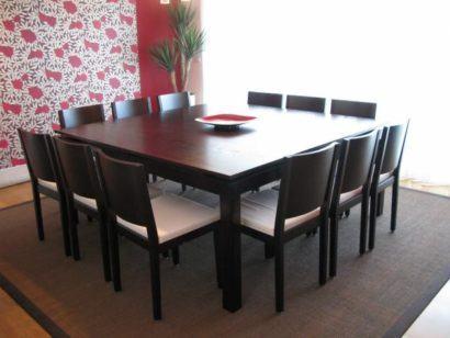 mesa de jantar quadrada com doze cadeiras