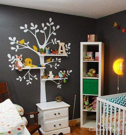 quartos de bebês diferentes com papel de parede de árvore
