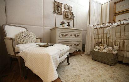 quartos de bebês estilo clássico com cores claras