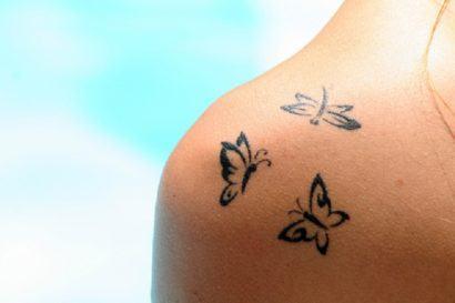 tatuagens femininas no ombro borboletas 410x273 Especial TATTOOs FEMININAS LEGAIS desenhos lindos