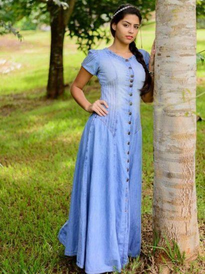vestido jeans de princesa evangelica 410x547 Vestidos jeans evangélicos belos e perfeitos