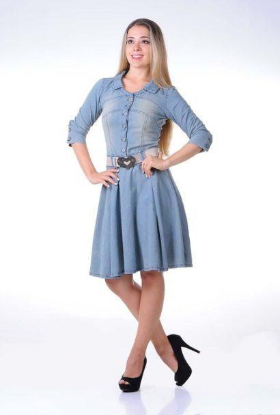 vestido jeans evangelico com manga comprimento no joelho 410x607 Vestidos jeans evangélicos belos e perfeitos