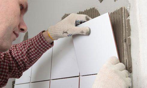 como assentar azulejos como pedreiro