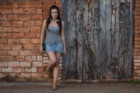 imagem 21 1 490x326 Como usar Saia jeans com tênis looks lindos modernos e descolados