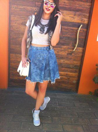 Como usar Saia jeans com tênis looks lindos modernos e descolados