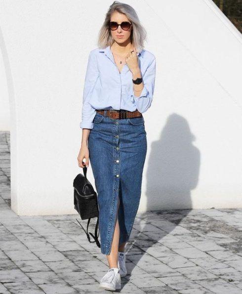 saia jeans com tenis e camisa jeans 490x595 Como usar Saia jeans com tênis looks lindos modernos e descolados