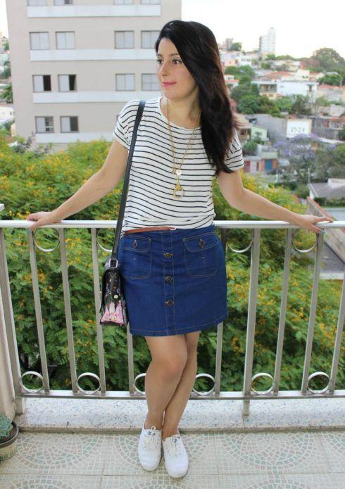 saia jeans tenis e bolsa moda jovem 490x695 Como usar Saia jeans com tênis looks lindos modernos e descolados