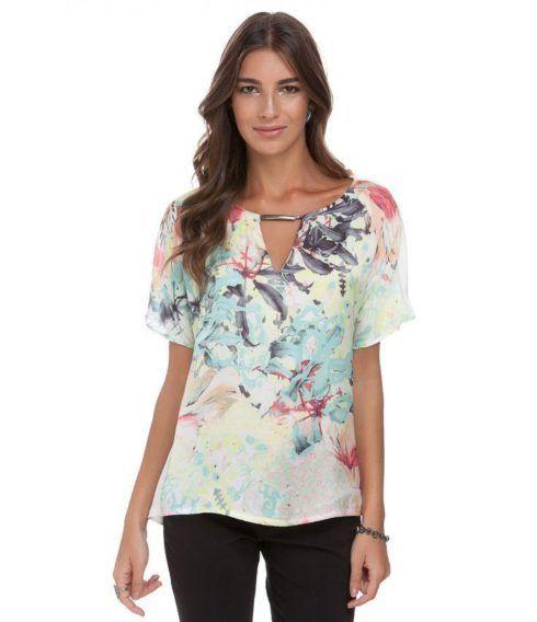 blusa feminina modelo soltinho 490x568 Modelos de blusas : Regatinhas, modelos justinhos e muito mais
