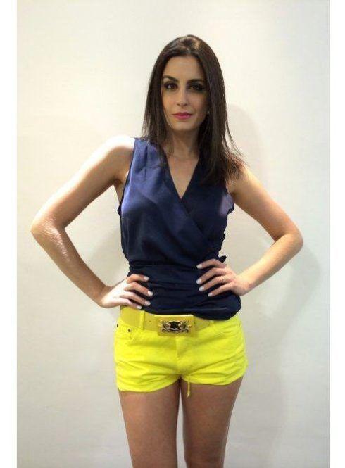 blusa transpassada em cetim 490x665 Modelos de blusas : Regatinhas, modelos justinhos e muito mais