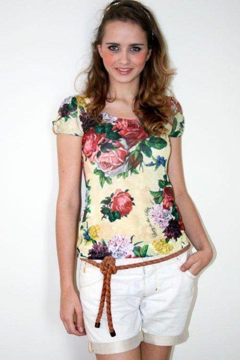 blusas estampadas na moda verao 490x735 Modelos de blusas : Regatinhas, modelos justinhos e muito mais
