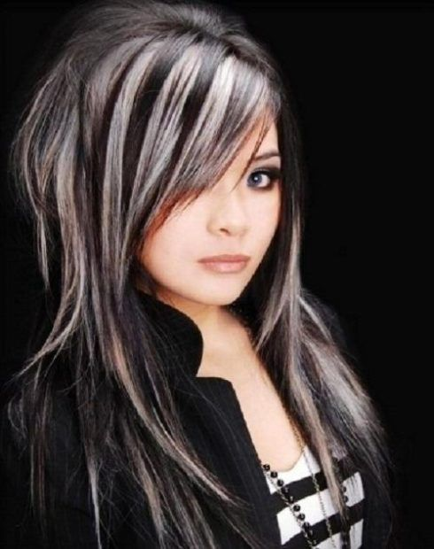 mechas para cabelos escuros fios brancos 490x620 MECHAS PARA CABELOS ESCUROS: Inspire-se nos looks moderninhos