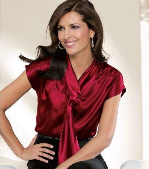 modelo de blusa de cetim seda feminina 490x554 Modelos de blusas : Regatinhas, modelos justinhos e muito mais