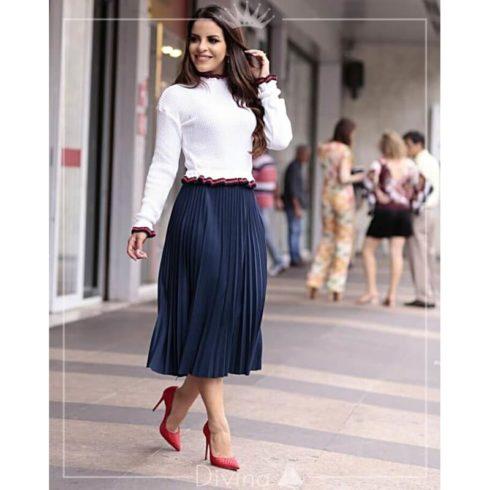 saias plissadas evangelicas com scarpin de salto 490x490 Saias rodadas evangélicas moda para mulheres cristãs