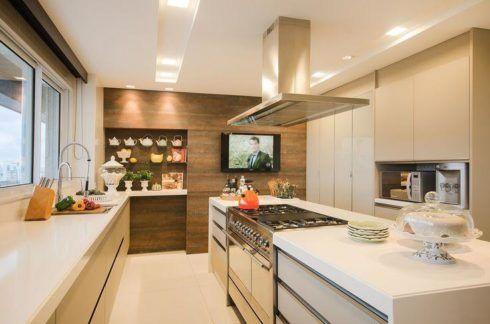 cozinha planejada com ilha 490x324 COZINHA COM ILHA NO MEIO : 30 ideias para ter a cozinha perfeita