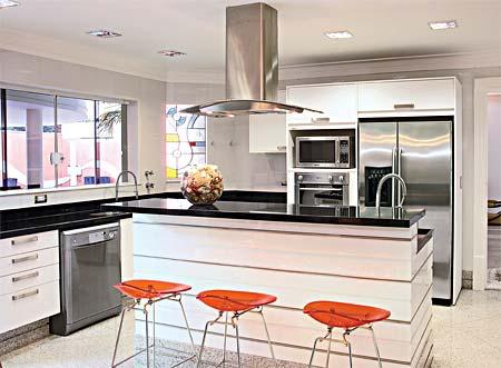 imagem 10 COZINHA COM ILHA NO MEIO : 30 ideias para ter a cozinha perfeita