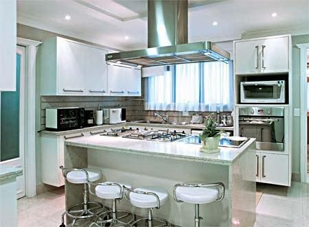 imagem 17 COZINHA COM ILHA NO MEIO : 30 ideias para ter a cozinha perfeita