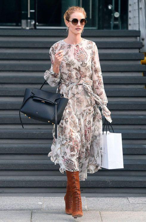 vestido longo com bota 5 490x744 Como usar Vestido com BOTA: cano curto ou longo