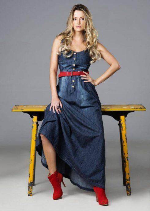 vestido longo com bota 8 490x692 Como usar Vestido com BOTA: cano curto ou longo