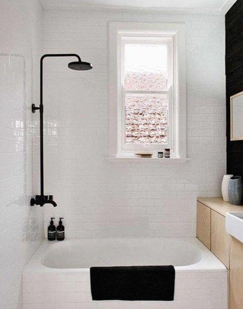 banheiro simples com banheira 1 490x623 BANHEIRO SIMPLES acabamentos que deixam o banheiro moderno