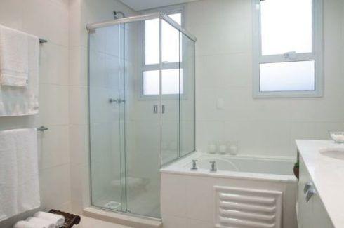 banheiro simples com banheira 3 490x325 BANHEIRO SIMPLES acabamentos que deixam o banheiro moderno