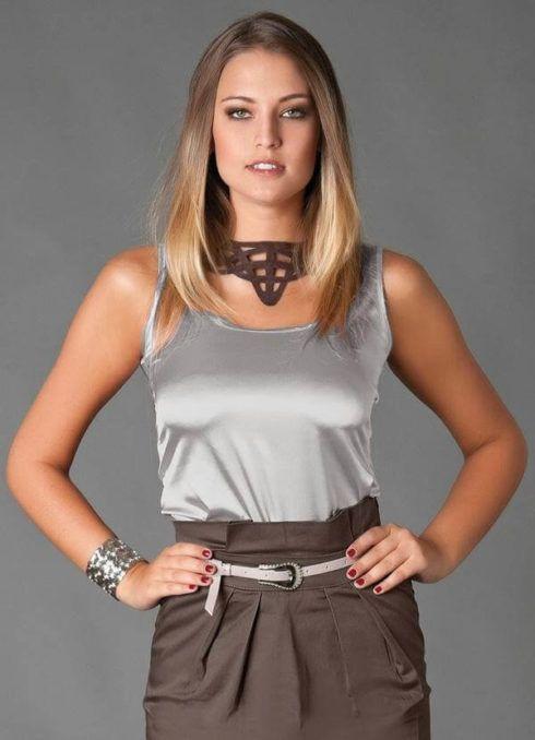 blusinhas regatinhas looks 18 490x678 Modelos de BLUSAS femininas que estão na moda