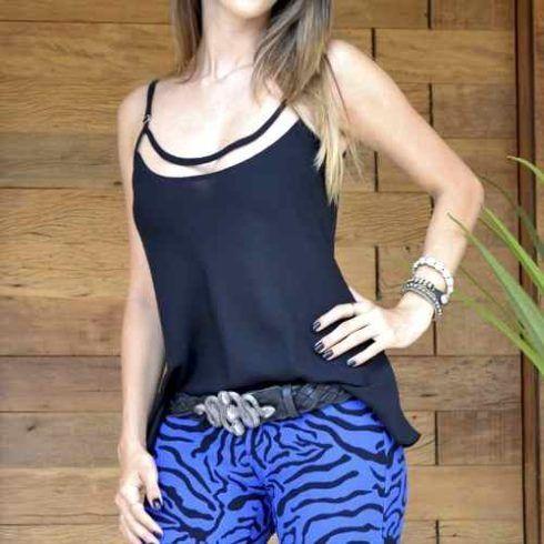 blusinhas regatinhas looks 19 490x490 Modelos de BLUSAS femininas que estão na moda