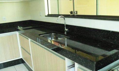 cozinha com granito verde 2 490x292 GRANITO VERDE UBATUBA na cozinha, banheiro e mais