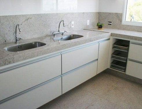 granito branco para cozinha 2 490x378 Escolhendo GRANITO branco para cozinhas e soleiras