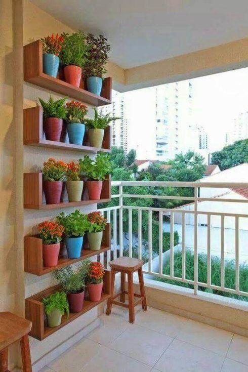 horta vertical em vasos de barro 2 490x735 Horta VERTICAL para casa ou apartamento ( tipos, como fazer )