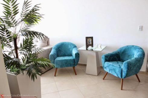 imagem 25 13 490x326 Sala Com SOFÁ AZUL veja os modelos e como decorar o ambiente