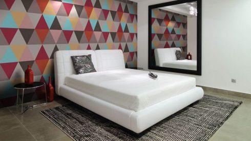 papel de parede geometrico para quarto casal 3 490x276 Papel de parede para QUARTO DE CASAL veja as cores
