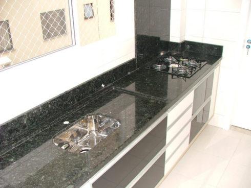 pedra verde ubatuba 490x368 GRANITO VERDE UBATUBA na cozinha, banheiro e mais