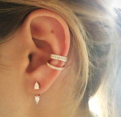piercing com 3 furos na orelha 2 490x475 Tipos de PIERCING NA ORELHA conheça cada detalhe