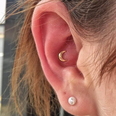 piercing inner conch orelha 490x490 Tipos de PIERCING NA ORELHA conheça cada detalhe