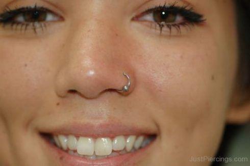 piercing nostril 2 490x326 Piercing no NARIZ veja qual escolher ( Tipos, fotos )