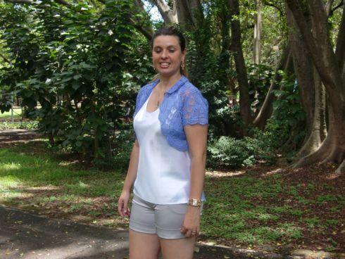 shorts com bolero 2 490x368 Como Usar BOLERO com vestido, saia, ou calça ( Looks e fotos )