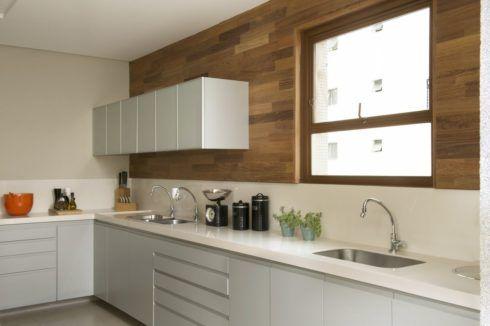 cozinha com madeira na parede 490x326 PAREDE DE MADEIRA, revestimento bonito que dá certo