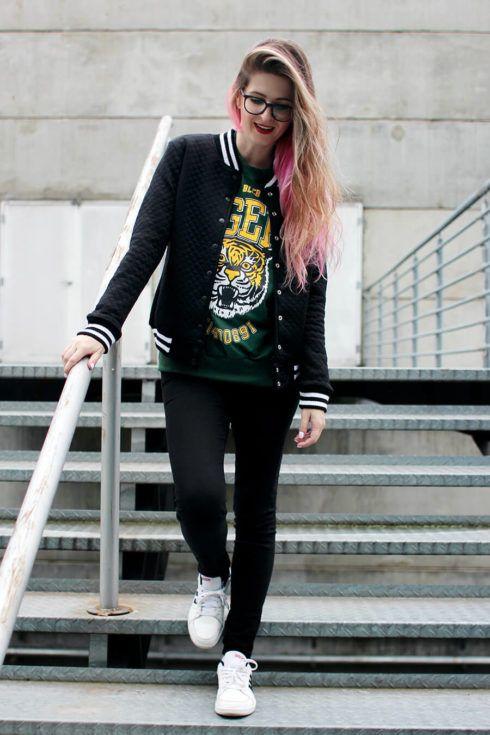 jaqueta college com cal%C3%A7a 490x735 Como usar JAQUETA COLLEGE moda jovem (Veja com o que combina)