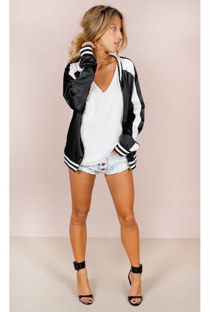 jaqueta collete com shorts Como usar JAQUETA COLLEGE moda jovem (Veja com o que combina)