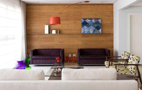 parede da sala de madeiar 490x312 PAREDE DE MADEIRA, revestimento bonito que dá certo