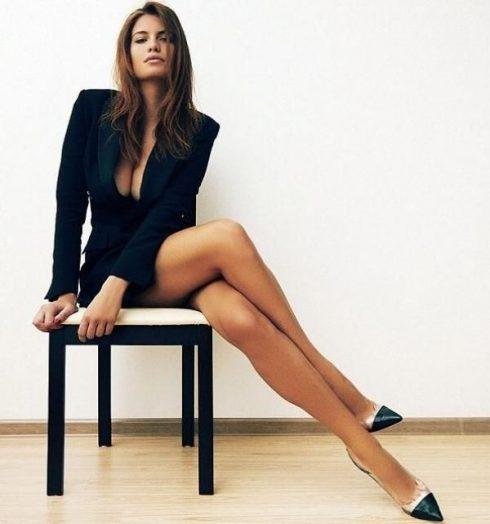 pernas cruzadas 490x524 Os riscos de Ter as Pernas Cruzadas ( Entenda o que ocorre)
