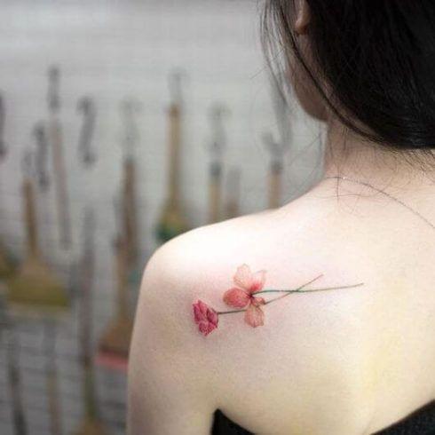 tatuagem delicada no ombro 2 490x490 Tatuagens Delicadas (desenhos e áreas do corpo a tatuar)