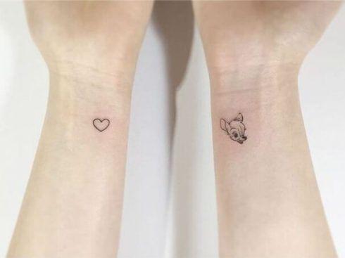 tatuagem delicada no pulso 1 490x367 Tatuagens Delicadas (desenhos e áreas do corpo a tatuar)