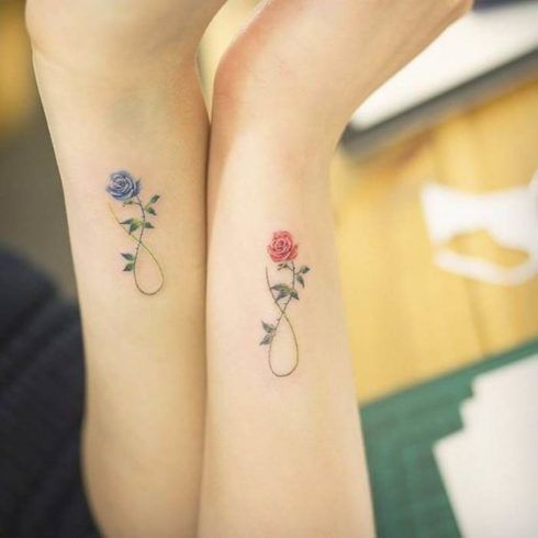 tatuagem delicada no pulso 2 490x490 Tatuagens Delicadas (desenhos e áreas do corpo a tatuar)