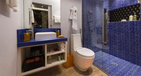 banheiros decorados com azul 3 490x265 Ambientes decorados com Azul (Sala, Cozinha, banheiro, Quarto)