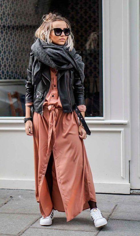 cachecol com jaqueta de couro 490x826 CACHECOL para Inverno ( Combinações da Moda ) Confira