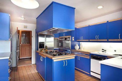 cozinha decorada com azul 2 490x326 Ambientes decorados com Azul (Sala, Cozinha, banheiro, Quarto)