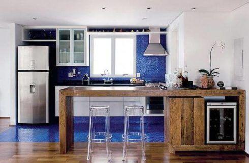 cozinha decorada com azul 5 490x322 Ambientes decorados com Azul (Sala, Cozinha, banheiro, Quarto)
