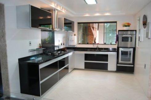 cozinha planejada em l preta e branca 490x326 Cozinha Planejada MODERNA configurações maravilhosas