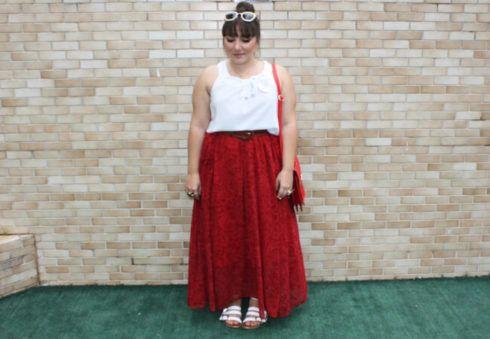 saia midi plus longas vermelha de renda 490x339 Especial saias PLUS SIZE modelitos que encantam